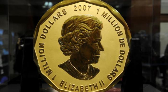 Миллион долларов с изображением Елизаветы II, 2007 год. \ Фото: dw.com.