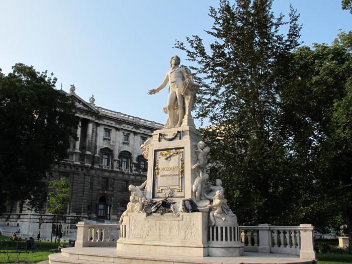 Памятник Моцарту в Вене. \ Фото: uk.m.wikipedia.org.