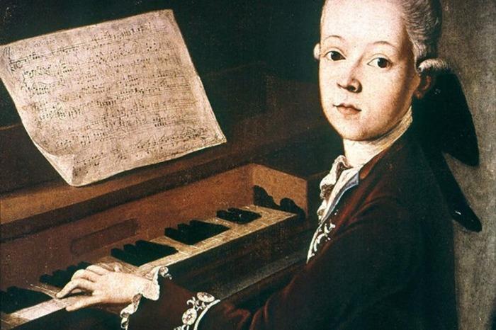 Юный Вольфганг Моцарт за инструментом. \ Фото: pijamasurf.com.