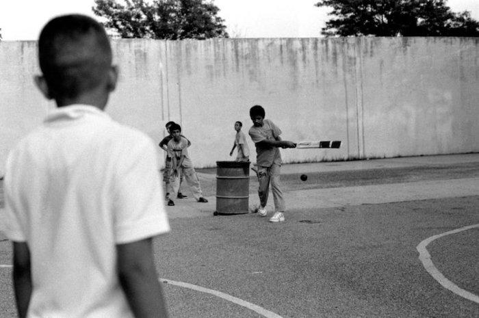Пакистанские дети играют в крикет в парке, Бруклин, Нью-Йорк, 2011 год. Автор: Robert Gerhardt.