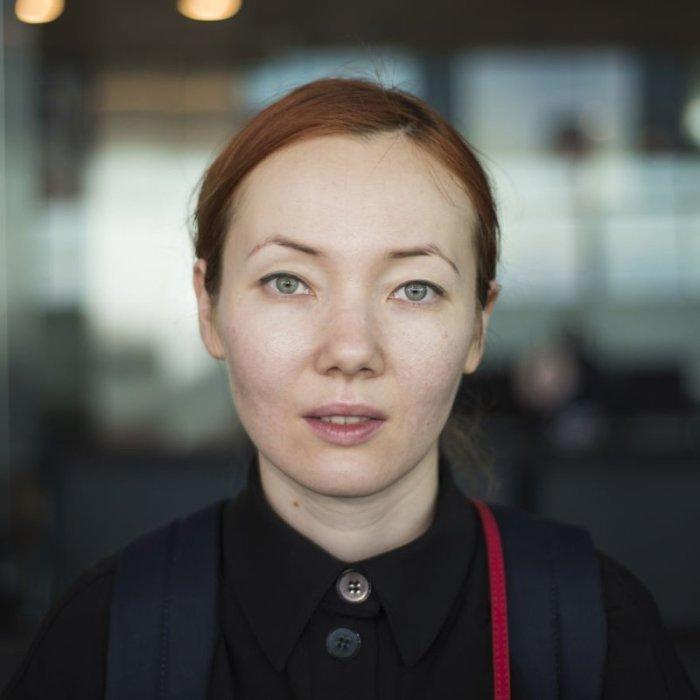 Аделя - уроженка Узбекистана. Она живёт в Швейцарии, а в Стамбуле у неё пересадка на самолёт до Женевы. Автор: Mustafa Cankaya.