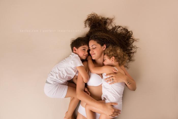 Кейзи с сыном и дочкой. Автор фото: Нили Кер-Фокс (Neely Ker-Fox).