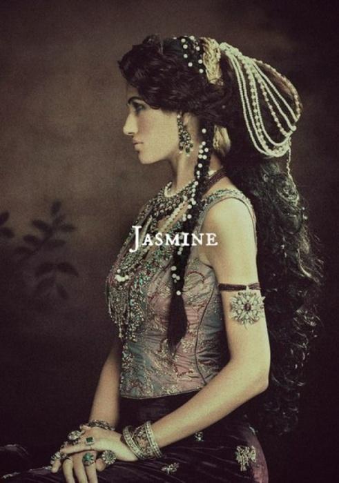 Очаровательная Жасмин. Автор идеи: Нэфели (Nefeli).