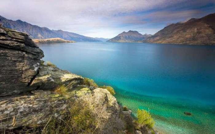Лазурные воды Новой Зеландии.