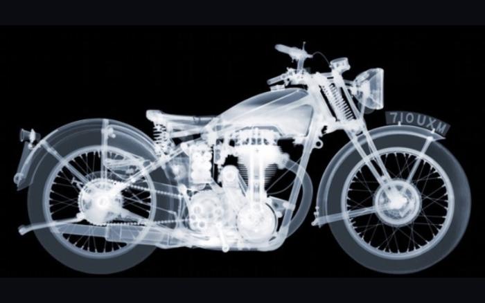 Мотоцикл. Автор: Nick Veasey.