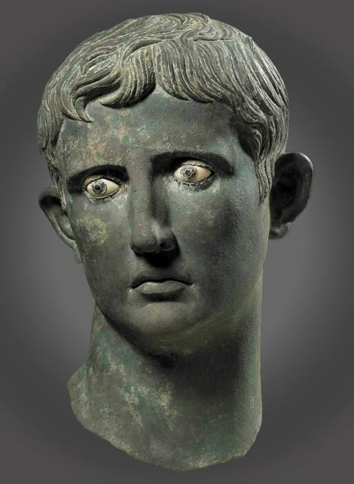 Бронзовая голова статуи Августа в натуральную величину, найденная в Мероэ, 27-25 до н.э. \ Фото: britishmuseum.org.