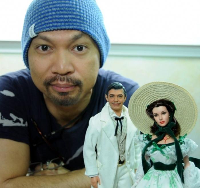 Ноэль Круз с куклами героев фильма «Унесенные ветром». Автор: Noel Cruz.