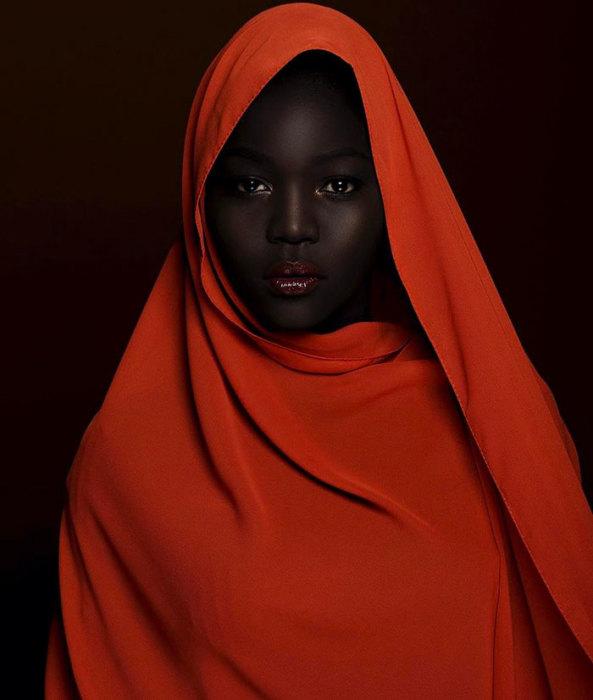 «Мой «шоколад» изящен. И я представляю нацию воинов», — подписала она одну из многих своих фотографий в Инстаграм.