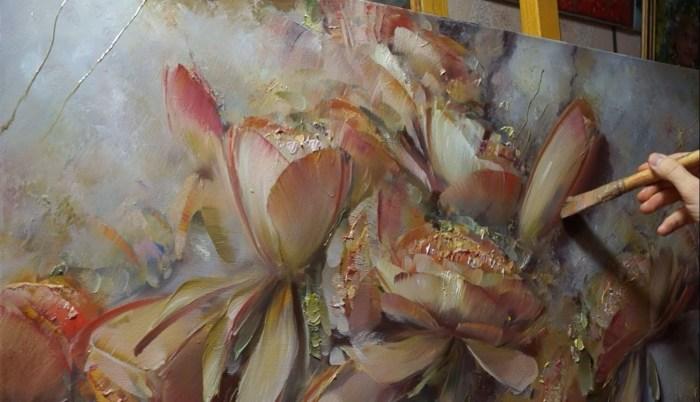 Цветы на сером фоне. Автор: Олег Буйко.