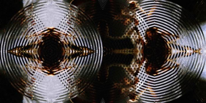 Калейдоскопический эффект. Серия фотографий «Вода и девушки».  Автор фото: Оливер Вилсон (Oliver Wilson).