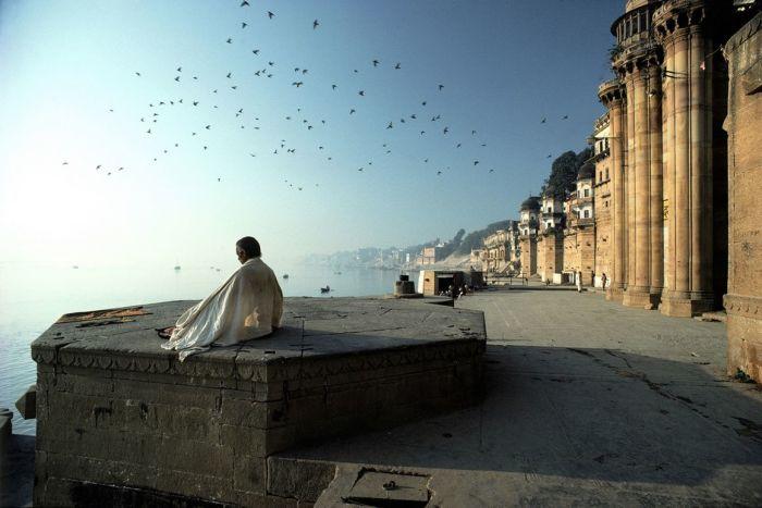 Медитация, Маникарника Гат Бенарес, Варанаси. Автор: Olivier Follmi.