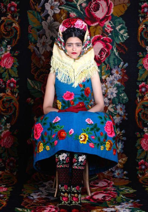 Колоритные наряды, созданные дизайнером Сюзанной Бисовски. Автор: Peter Olschinsky.
