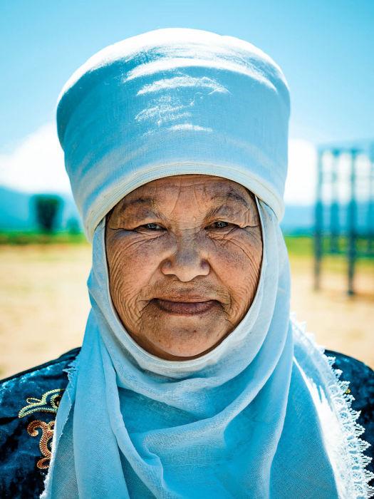 Женщина в традиционном головном уборе. Автор: Omar Reda.