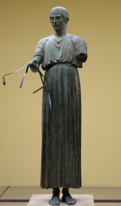 Бронзовая статуя возничего, 470 г. до н. э. \ Фото: wordpress.com.