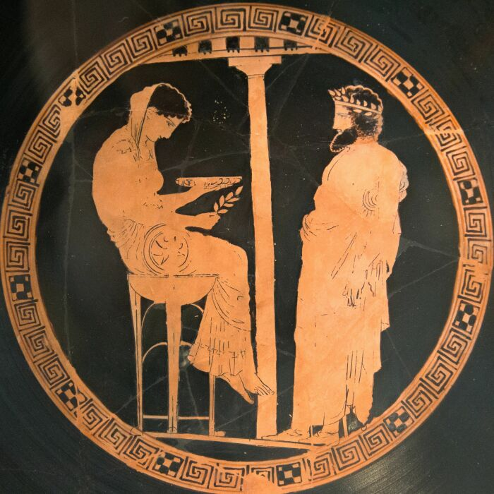 Краснофигурная чаша для питья, изображающая Пифию, дающую совет в Дельфах, 5 век до н. э. \ Фото: co.pinterest.com.