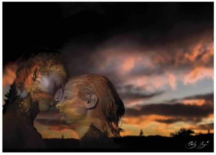 Пара влюблённых на закате дня. Автор: Orly Faya.