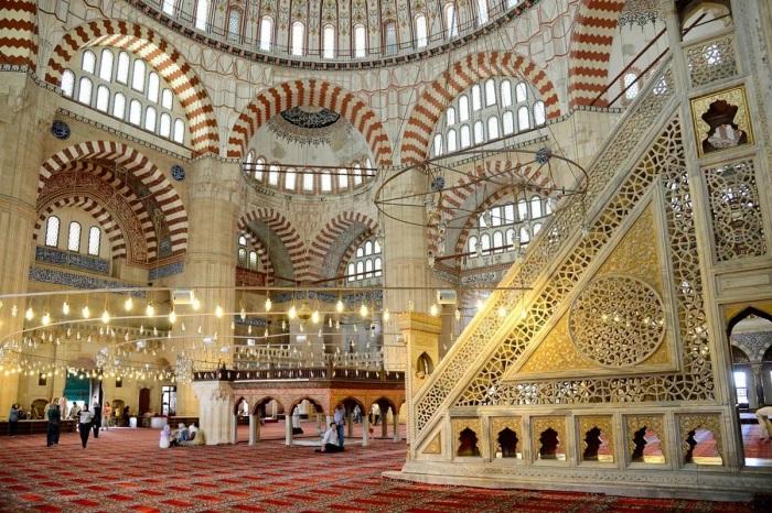 Внутренний вид мечети Селимие, Стамбул, Герхард Хубер, 2013 год. \ Фото: twitter.com.
