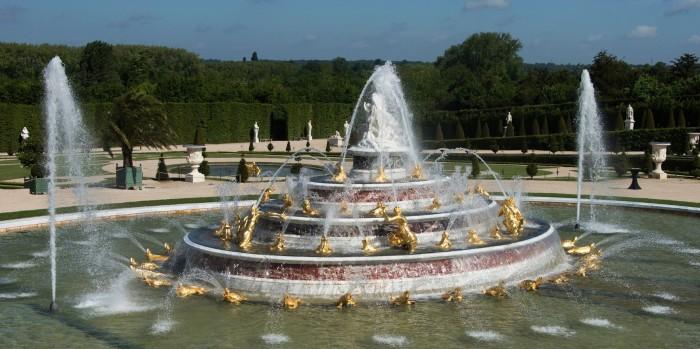 Знаменитые фонтаны Версаля.