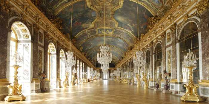 Зеркальная галерея — самый известный интерьер Версальского дворца.