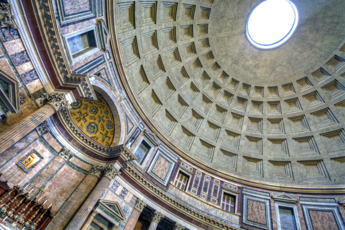 Внутренняя часть купола Пантеона. \ Фото: wordpress.com.