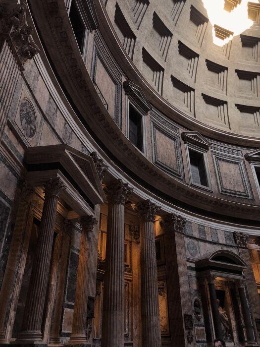 Внутренний вид Пантеона. \ Фото: pinterest.fr.