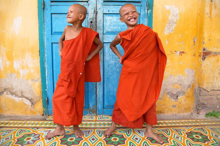 Монахи в Баттамбанге, Камбоджа. Автор: Pascal Mannaerts.
