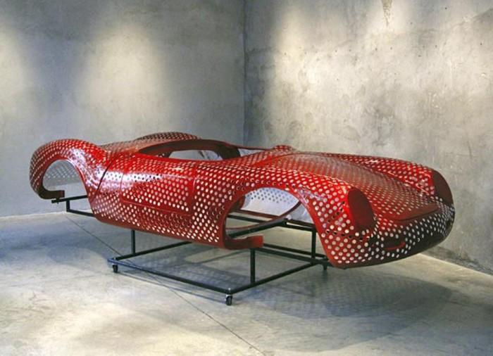 Гипноанализ, 2010 год, стекловолокно, сталь и автомобильная краска. Автор: Paul Muguet.