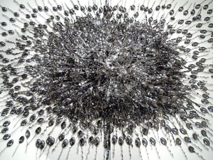 Одна тысяча девятьсот семьдесят пять ложек, 2012 год. Автор: Paul Muguet.