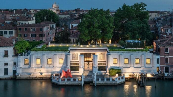 Здание, в котором находится коллекция Пегги Гуггенхайм, Венеция. Фотограф: Matteo De Fina. \ Фото: gojourny.com.