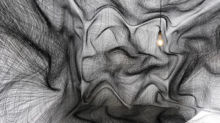 Пространство, сводящее с ума. Автор: Peter Kogler.