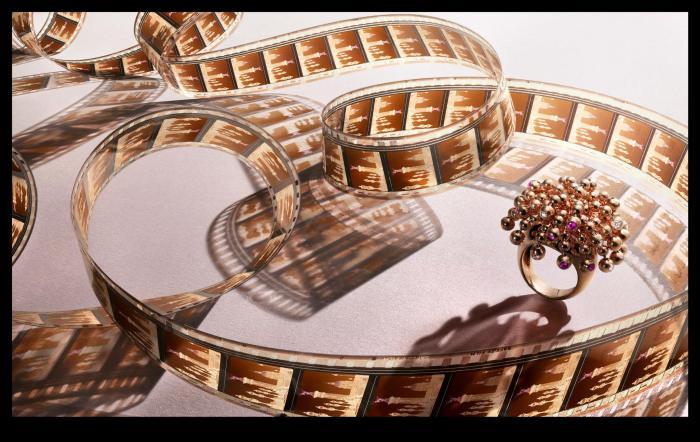 Роскошное кольцо. Снимок создан специально для коллекции украшений Картье (Cartier's Art Deco Jewelry). Современный фотограф: Питер Липпманн (Peter Lippmann).