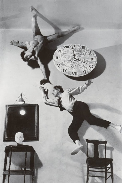 Часы. Автор фото: Филипп Халсман (Philippe Halsman).