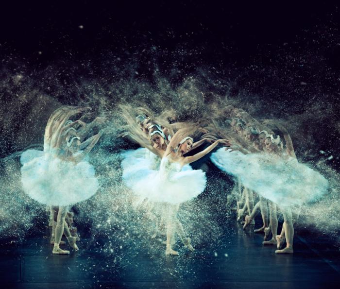 Фотографии, в которых танцоры растворяются в движениях. Автор фото: Пистол Виш (Pistol Wish).