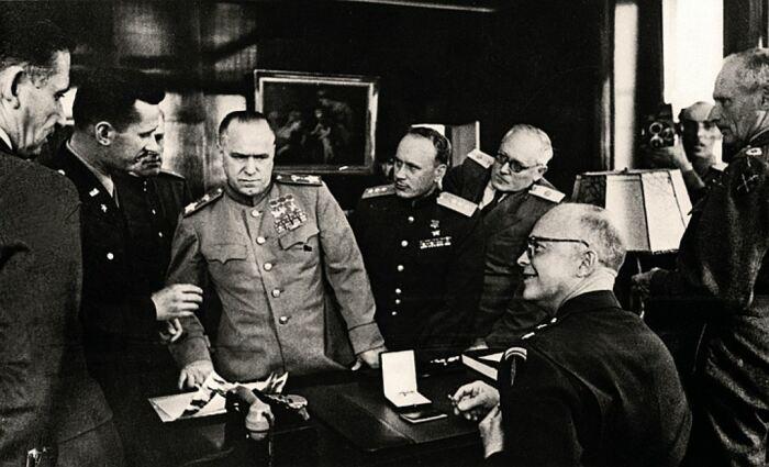 Жуков и Эйзенхауэр, 1945 год. \ Фото: periskop.su.