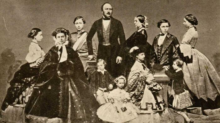 Принц Альберт, королева Виктория и их дети,  Джон Джабез Эдвин Мэйолл, около 1861 года. \ Фото: google.com.