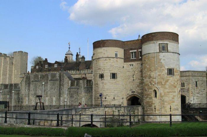 Легендарный лондонский Тауэр. \ Фото: lookmytrips.com.
