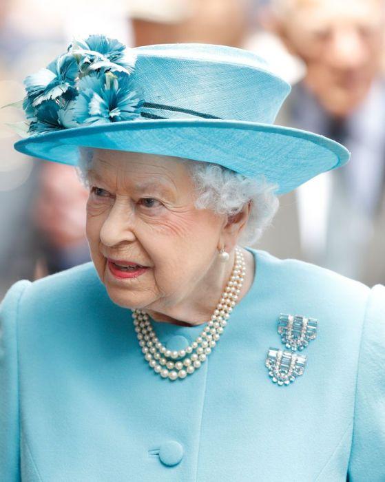 Это жемчужное ожерелье из трёх нитей является фаворитом королевы.
