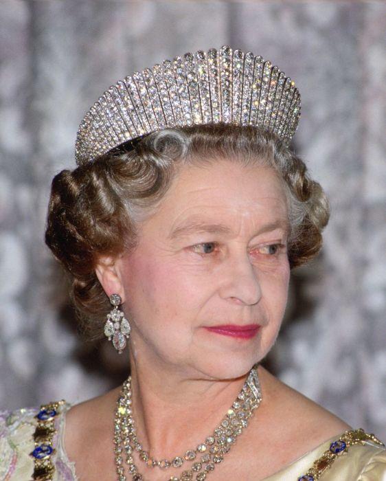 Королева Елизавета в роскошной русской тиаре, июнь, 1990 год.