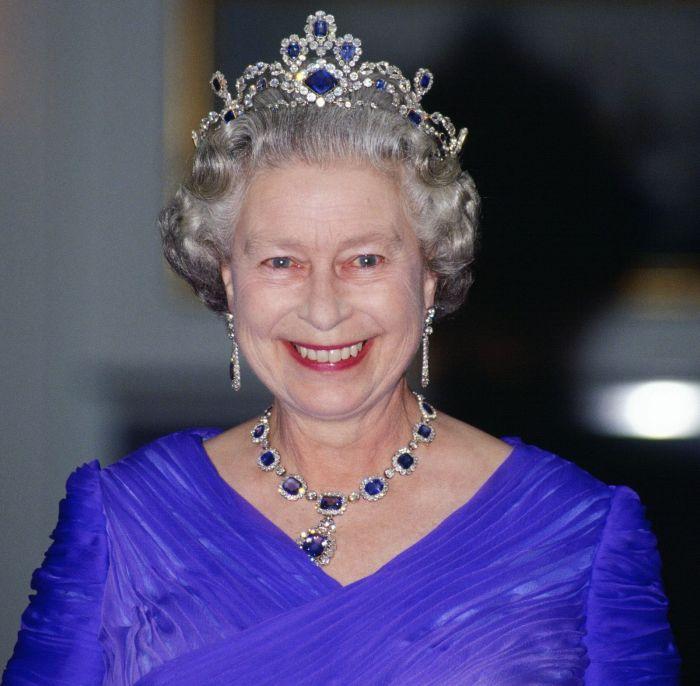 Блистательная королева в роскошном викторианском наборе, 1992 год.