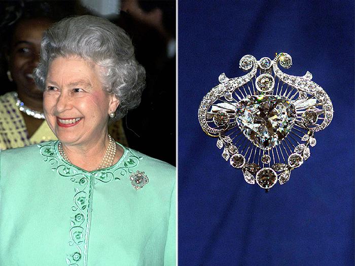 Королева Елизавета в марте 1989 года. | Легендарная брошь Cullinan V Heart.