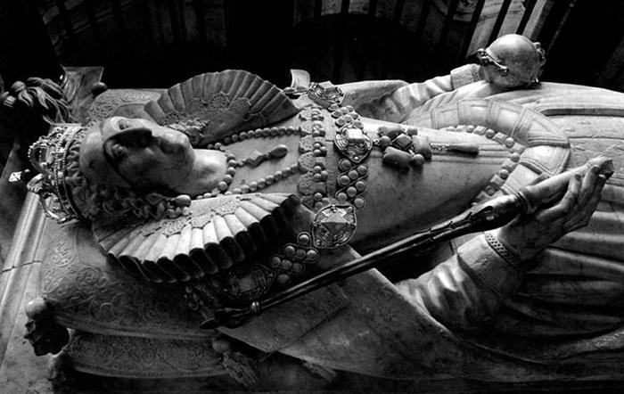 Надгробье Елизаветы I в Вестминстерском аббатстве. \ Фото: news.milli.az.