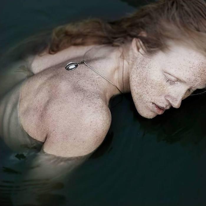 Темная вода. Автор фото: Viktorija Rekasiute Raggana.