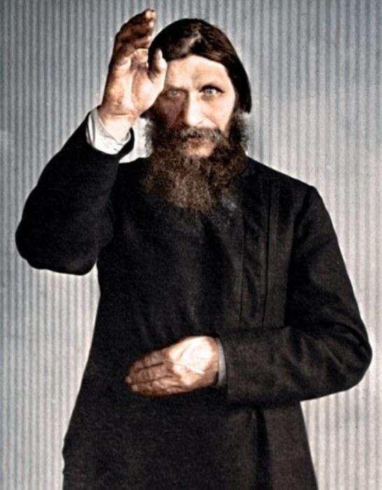 Сумасшедший, цареубийца или всё-таки святой? Григорий Распутин - личность перевернувшая весь мир вверх дном.