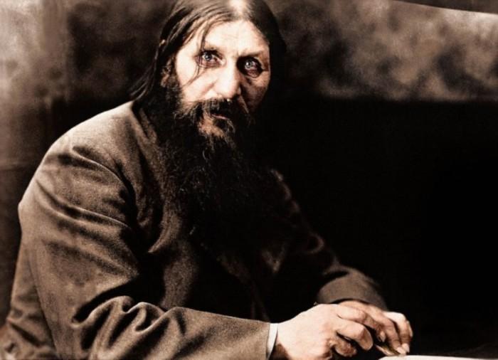 Цветные портреты Григория Распутина, знаменитого монаха, погубившего российского царя.