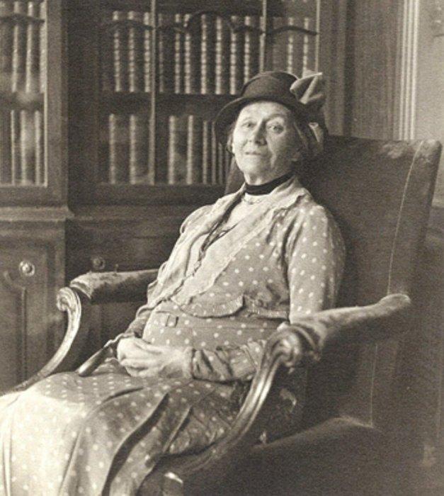 Алиса Лидделл, которая прожила 82 года.