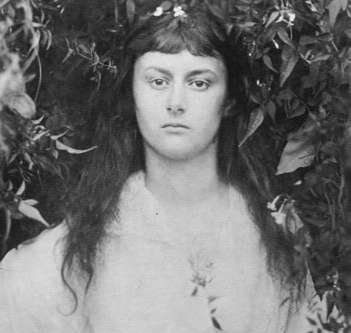 Алиса Лидделл в свои 20 лет.