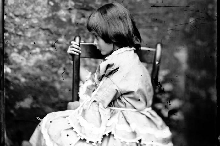 Очаровательная Алиса Лидделл.