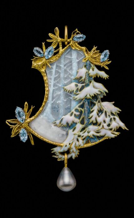 Брошь Зимний пейзаж: золото, эмаль, стекло, жемчуг. \ Фото: m.duitang.com.