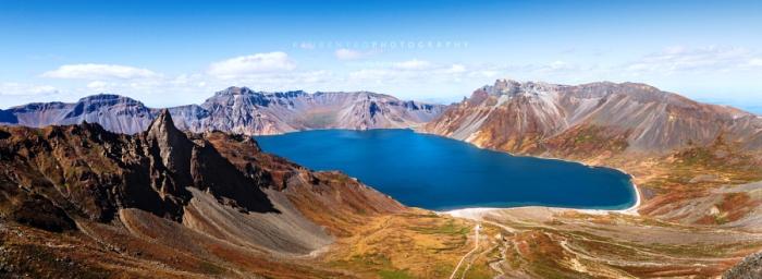 Небесное озеро или озеро Чхонджи на горе Пэкту. Автор фото: Reuben Teo.
