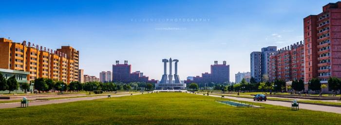 Монумент основанию Трудовой партии. Автор фото: Reuben Teo.
